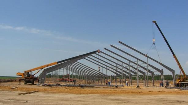 Монтаж каркаса здания для сельскохозяйственного комплекса